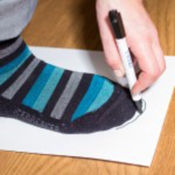 Step 2: With a pencil trace the shape of the foot in front of the toes
